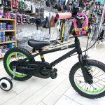子供の自転車は楽しくデコレートしたいですね