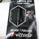 ブラックリフレクトがついた安心ロードタイヤ ヴィットリア ザフィーロプロ2本パック