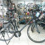 カーボンフォーク&カーボンポストで快適性を狙ったクロスバイク 2019GIANT エスケープRX2