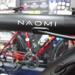 漆黒のアルミホリゾンタルロードバイク FUJI NAOMI