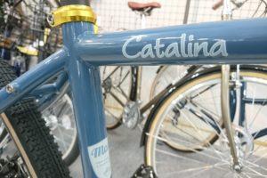 """<span class=""""title"""">大人な自転車ならクロモリの自転車 マジー カタリナフラットバー (メーカー完売につきこれで最後)</span>"""