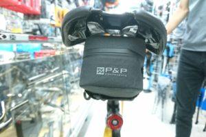 """<span class=""""title"""">ロードバイクにおすすめのサドルバッグ P&P スマートサドルバッグ</span>"""
