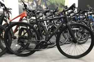 """<span class=""""title"""">アクティブ派街乗りクロスバイクの理想形 NESTO ガベルフラット</span>"""
