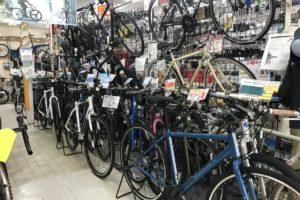 """<span class=""""title"""">クロスバイクやロードバイクなどのスポーツバイク なにかしら在庫してます</span>"""